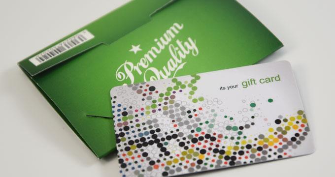 Pochette en carton originale pour cartes plastiques PVC