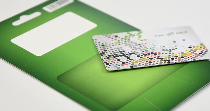 Pochette en carton imprimées avec carte PVC collée